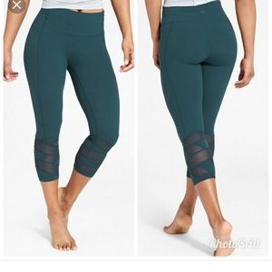 ATHLETA Mantra High Waisted Capri Leggings Mesh XS